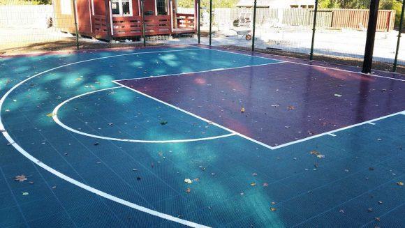 Krepšinio aikstelės statyba prie Utenos